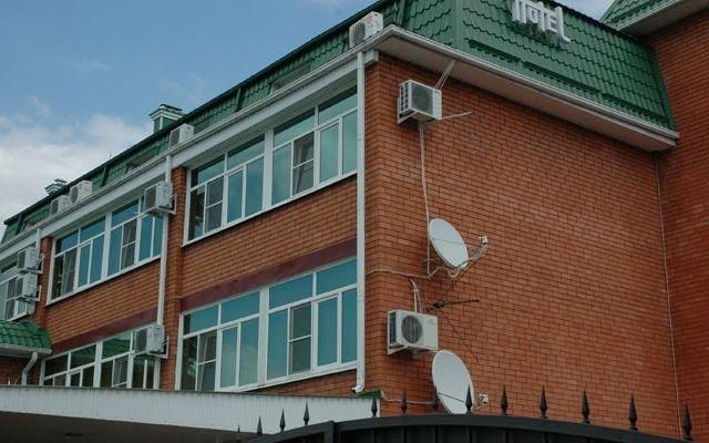 Гостиница ПроСпорт в Майкопе отзывы, цены и фото номеров - забронировать гостиницу ПроСпорт онлайн Майкоп вид на фасад