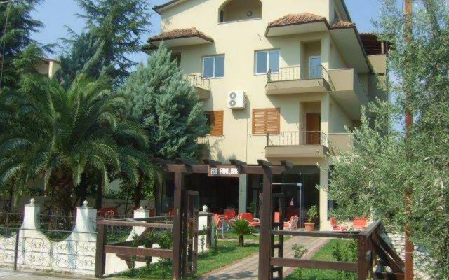 Artur Hotel Берат вид на фасад