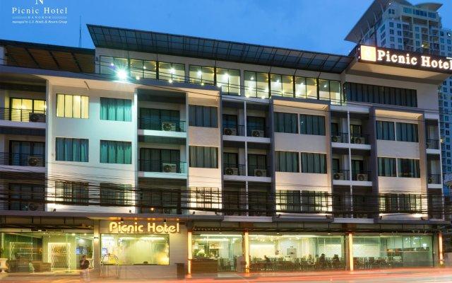 Picnic Hotel Bangkok вид на фасад