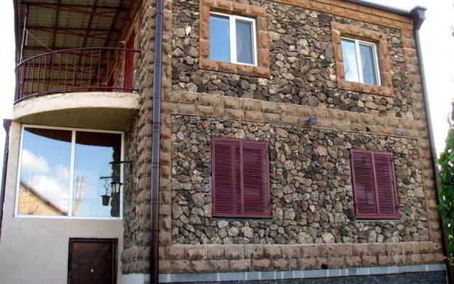Отель Three Jugs B&B Ереван вид на фасад