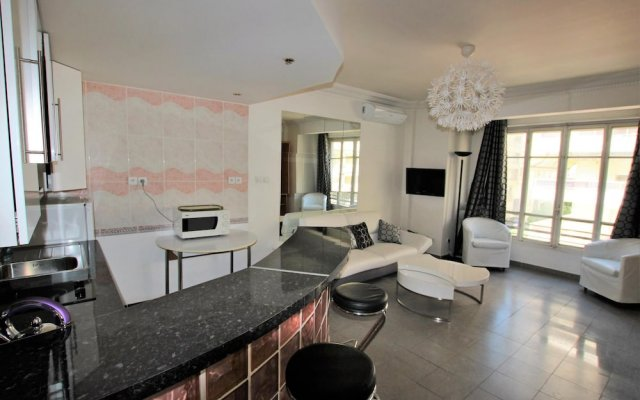 Martinez Area / Miramar Residence, 50 Meters From the Croisette 0
