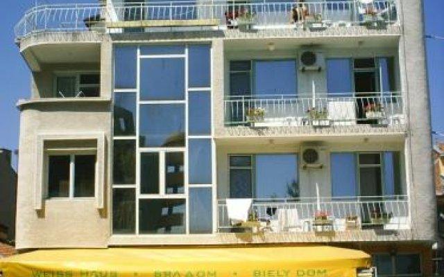 Отель Family Hotel White House Болгария, Поморие - отзывы, цены и фото номеров - забронировать отель Family Hotel White House онлайн вид на фасад