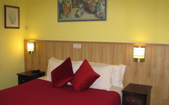 Отель Residencial Faria Guimarães комната для гостей