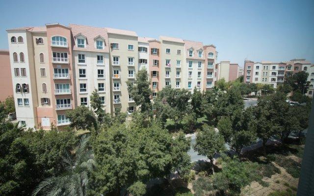 Отель One Perfect Stay - Discovery Gardens вид на фасад