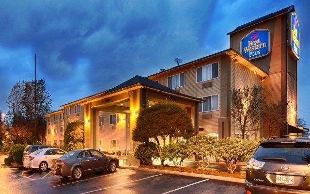 Отель Best Western Plus Cascade Inn & Suites вид на фасад