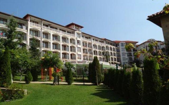 Отель Triumph Holiday Village Свети Влас вид на фасад