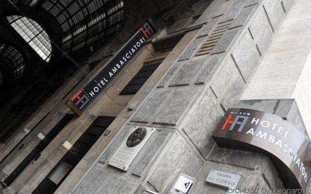Отель IH Milano Ambasciatori Италия, Милан - 9 отзывов об отеле, цены и фото номеров - забронировать отель IH Milano Ambasciatori онлайн вид на фасад