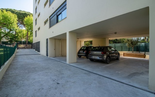 Cozy Studio with Balcony, AC and Parking 2