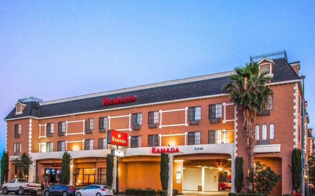 Отель Ramada by Wyndham Chatsworth США, Лос-Анджелес - отзывы, цены и фото номеров - забронировать отель Ramada by Wyndham Chatsworth онлайн вид на фасад