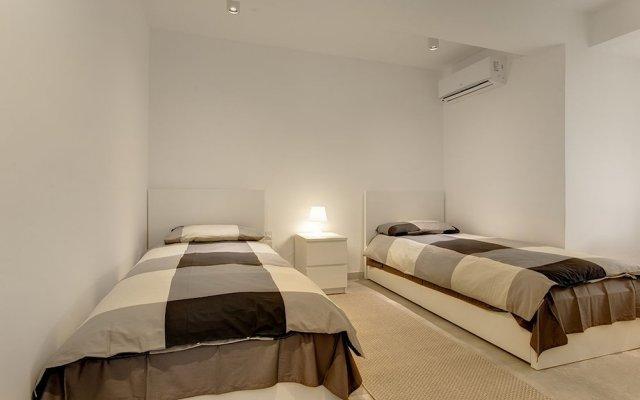 Отель Marvellous Seafront Apartment in the Best Location Мальта, Слима - отзывы, цены и фото номеров - забронировать отель Marvellous Seafront Apartment in the Best Location онлайн комната для гостей