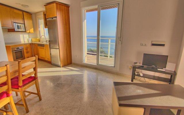 Отель Carvajal Seafront Penthouse Испания, Фуэнхирола - отзывы, цены и фото номеров - забронировать отель Carvajal Seafront Penthouse онлайн комната для гостей