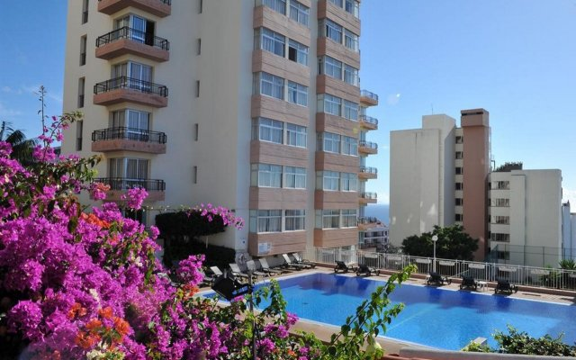 Отель Dorisol Estrelicia Португалия, Фуншал - 1 отзыв об отеле, цены и фото номеров - забронировать отель Dorisol Estrelicia онлайн вид на фасад