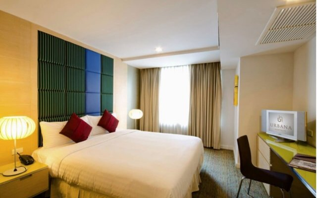 Отель Urbana Langsuan Бангкок комната для гостей