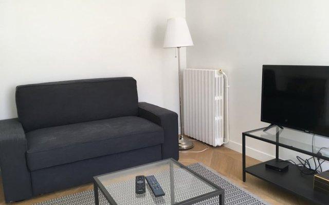 Апартаменты Charming 1 Bedroom Apartment With Balcony комната для гостей