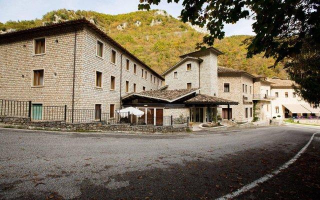 Отель Roccaporena Каша вид на фасад
