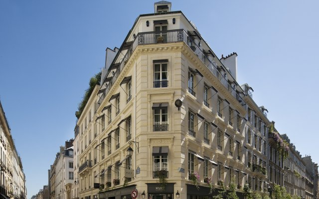 Отель Le Saint вид на фасад