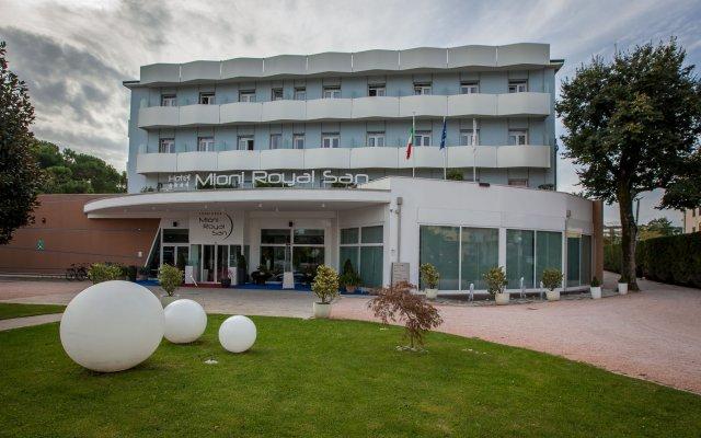 Отель Mioni Royal San Италия, Монтегротто-Терме - отзывы, цены и фото номеров - забронировать отель Mioni Royal San онлайн вид на фасад