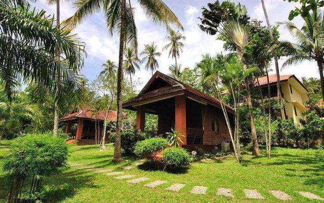 Отель Baan Mai Cottages & Restaurant вид на фасад