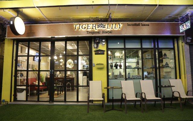 Tiger Lily Hostel Бангкок вид на фасад