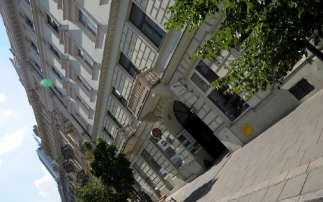 Warsaw Center Hostel LUX вид на фасад