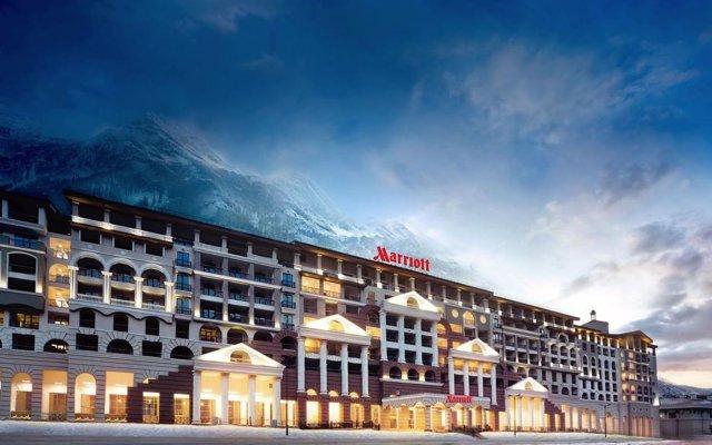 Гостиница Сочи Марриотт Красная Поляна Эсто-Садок вид на фасад