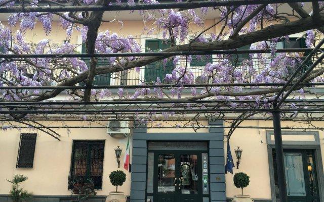 Отель Degli Amici Италия, Помпеи - отзывы, цены и фото номеров - забронировать отель Degli Amici онлайн вид на фасад