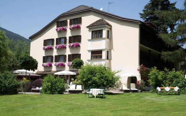 Romantik Hotel Stafler Кампо-ди-Тренс вид на фасад