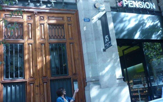 Отель Pension Portbou Барселона вид на фасад