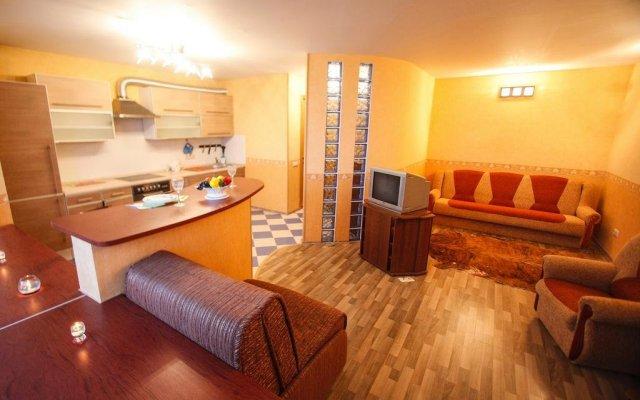 Гостиница MneNaSutki na Yablochkova 41a в Москве отзывы, цены и фото номеров - забронировать гостиницу MneNaSutki na Yablochkova 41a онлайн Москва комната для гостей
