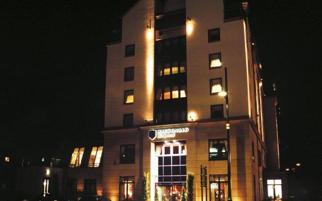 Отель Macdonald Holyrood Эдинбург вид на фасад