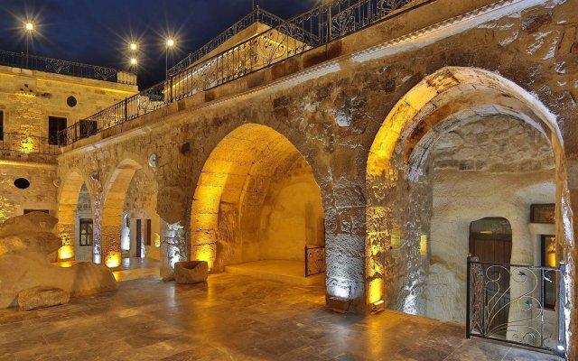 Отель Golden Cave Suites вид на фасад