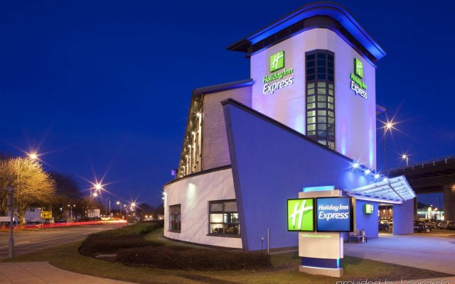 Отель Holiday Inn Express Glasgow Airport Пейсли вид на фасад
