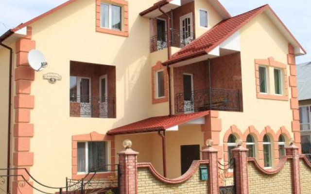 Отель Villa Ruben Каменец-Подольский вид на фасад