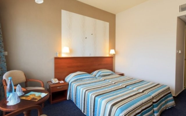 Отель Atlantica Sea Breeze Кипр, Протарас - отзывы, цены и фото номеров - забронировать отель Atlantica Sea Breeze онлайн комната для гостей