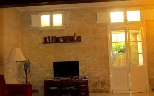 Отель 19th Century Apartment Мальта, Слима - отзывы, цены и фото номеров - забронировать отель 19th Century Apartment онлайн комната для гостей