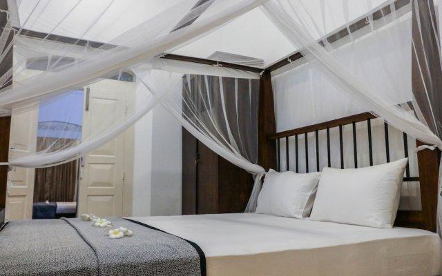 Отель Villa Rosa Blanca - White Rose Галле вид на фасад