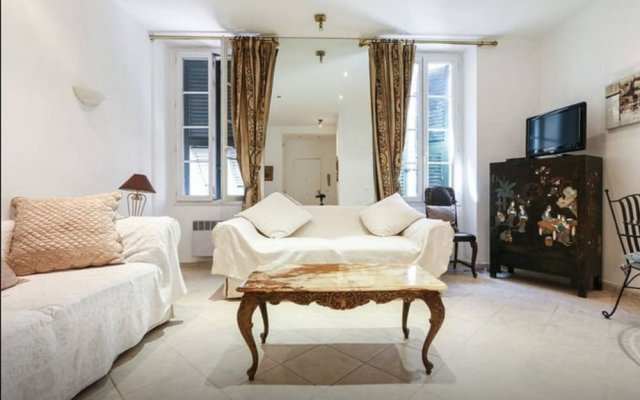 British Style and Central 1 Bedroom 1