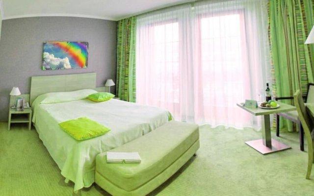 Отель At Home Солна комната для гостей
