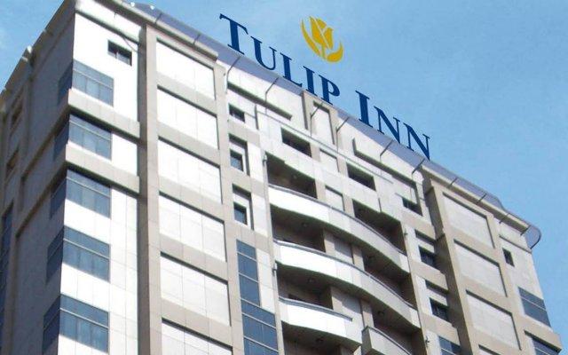 Отель Tulip Inn Sharjah Hotel Apartments ОАЭ, Шарджа - отзывы, цены и фото номеров - забронировать отель Tulip Inn Sharjah Hotel Apartments онлайн вид на фасад