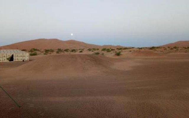 Отель Night Desert Camp Марокко, Мерзуга - отзывы, цены и фото номеров - забронировать отель Night Desert Camp онлайн вид на фасад