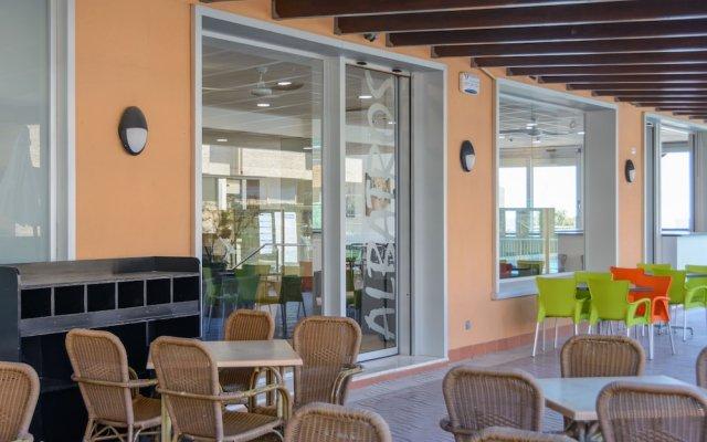 Отель MedPlaya Albatros Family Испания, Салоу - 2 отзыва об отеле, цены и фото номеров - забронировать отель MedPlaya Albatros Family онлайн вид на фасад