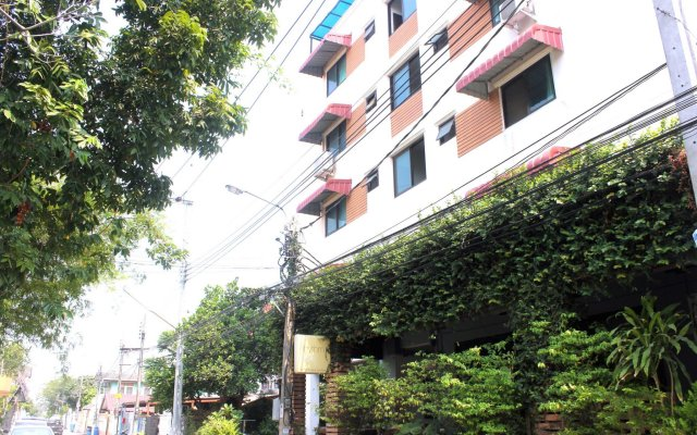 Отель DD Place вид на фасад