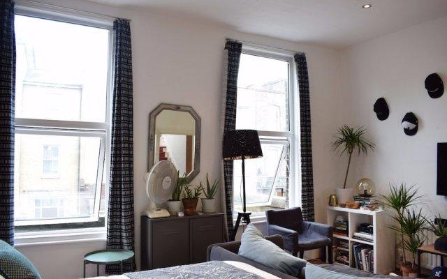 Апартаменты 3 Bedroom Apartment in North London комната для гостей