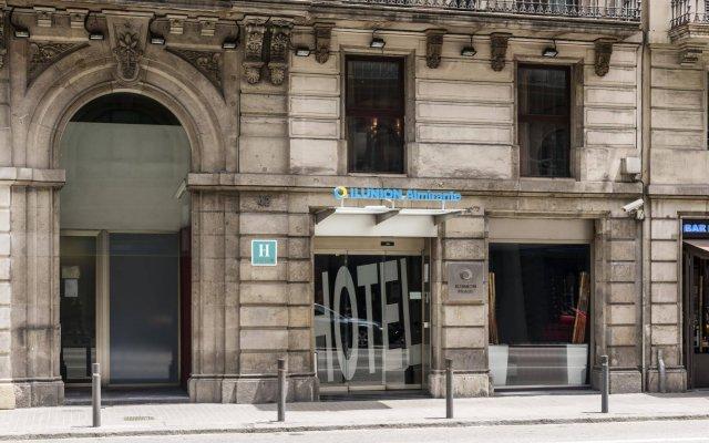 Hotel ILUNION Almirante вид на фасад