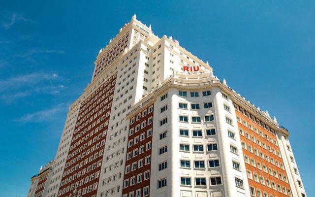Hotel RIU Plaza Espana вид на фасад