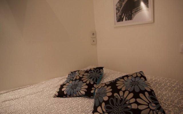 Апартаменты Montmartre Apartments Leo Ferre Париж комната для гостей