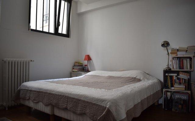 Апартаменты Spacious 2 Bedroom Loft Style Apartment комната для гостей