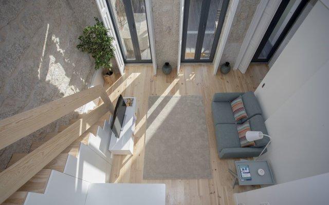 Апартаменты Liiiving In Porto Terrace & Sunny Apartment Порту вид на фасад