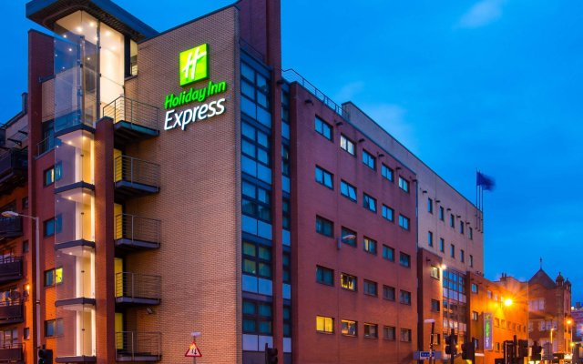 Отель Holiday Inn Express Glasgow City Centre Riverside вид на фасад