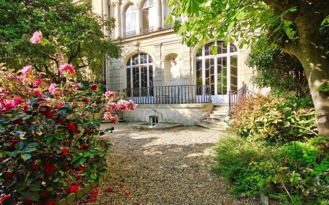Апартаменты Luxury apartment - garden access Monceau вид на фасад